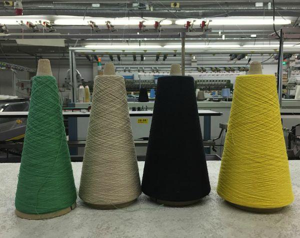 丸安毛糸さんで購入した糸。