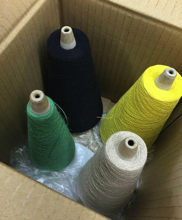 この糸たちが最終的にカーディガンになるんですから驚きです。